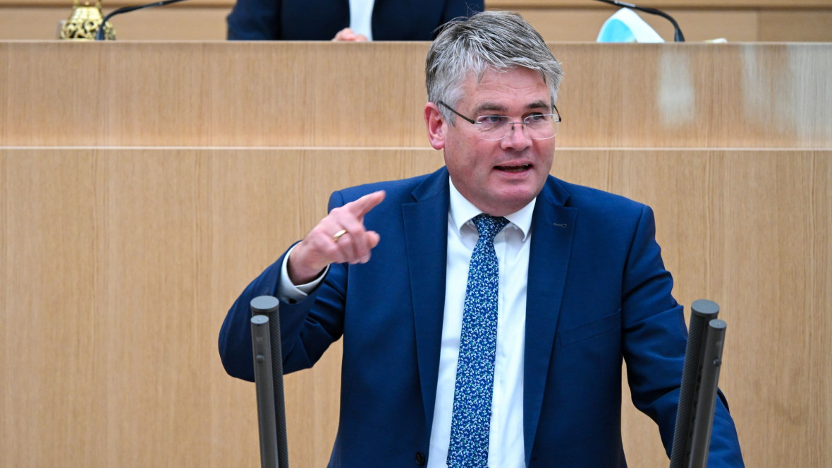 Winfried Mack bei seiner Plenarrede zur Zukunft des Verbrennungsmotors am 14. Oktober 2020